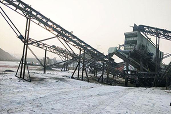 新疆时产180-230吨河卵石移动破碎生产线